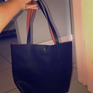 PLAIN BLACK PURSE.